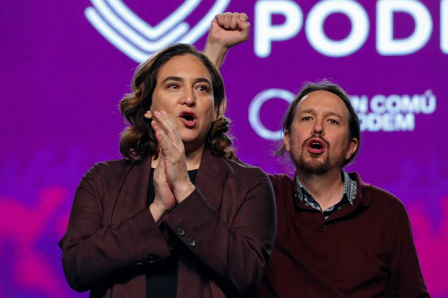 El líder de Unidas Podemos, Pablo Iglesias, y la alcaldesa de Barcelona, Ada Colau, en un mitin en Madrid.