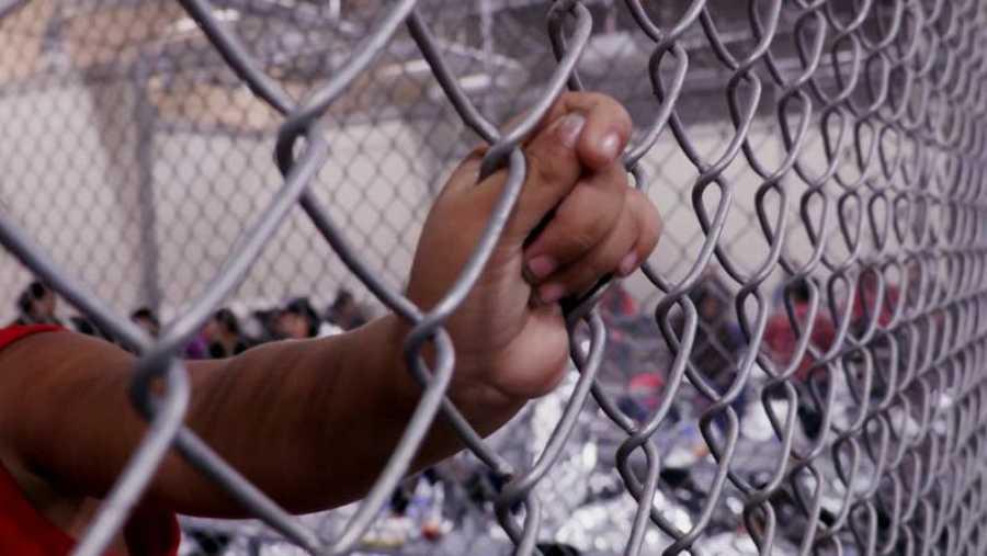 'La noche temática', niños separados en la frontera