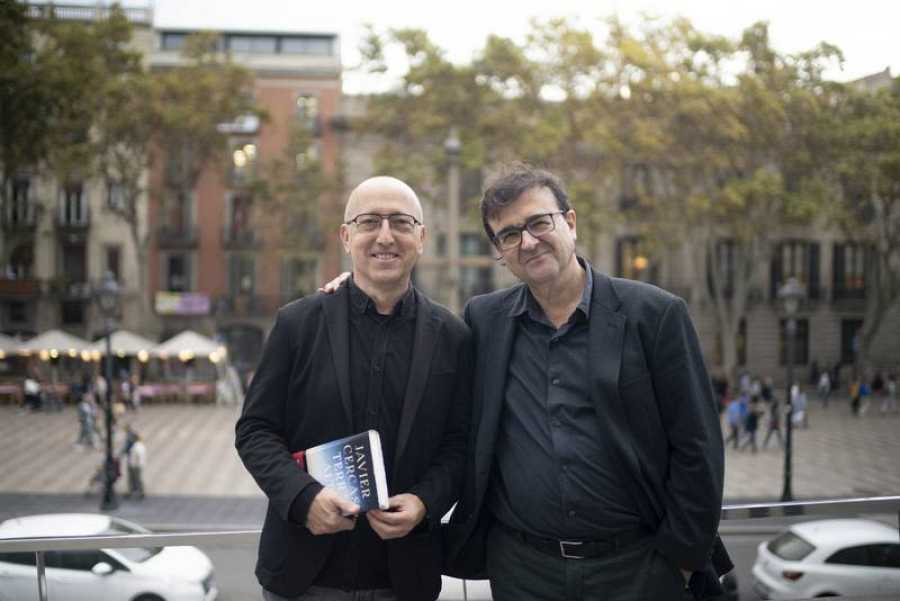 Javier Cercas, con Oscar López