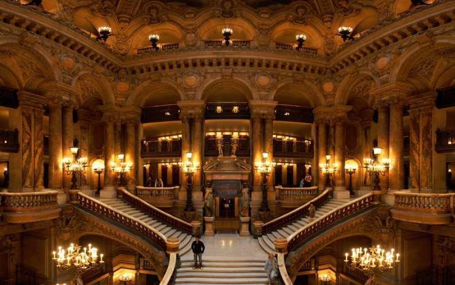 Escaleras de la Ópera Garnier de París