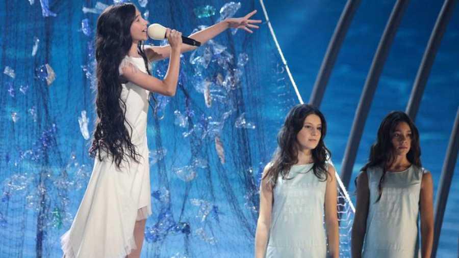 Melani durante la actuación en el Festival de Eurovisión Junior 2019