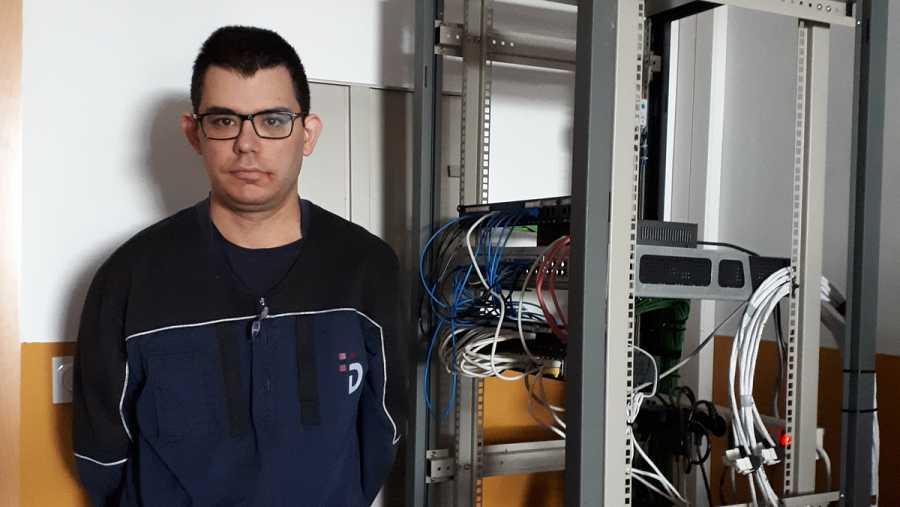 Miguel Ángel presenta autismo pero no ha sido un impedimento para dedicarse a ser mozo de almacén.