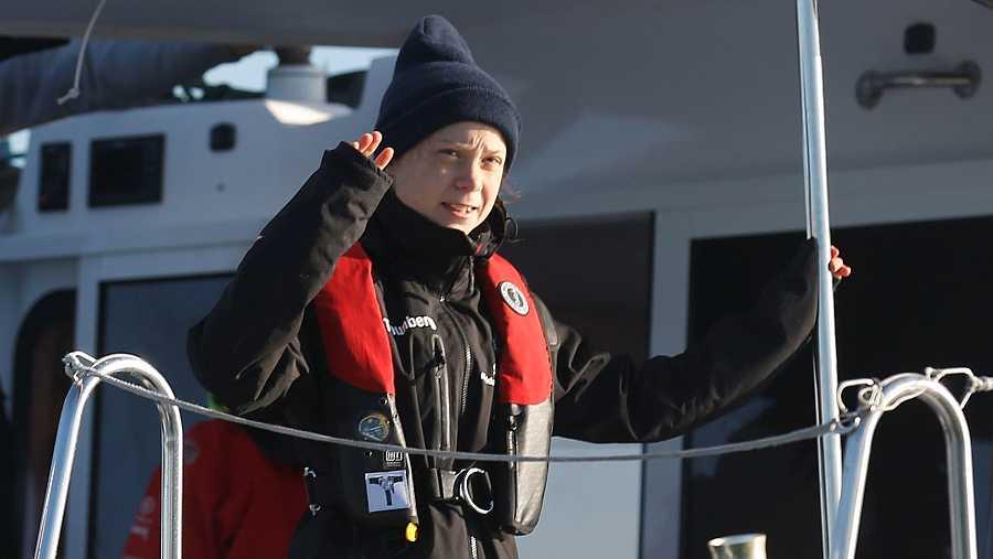 La activista climática Greta Thunberg, a bordo del catamarán en el que ha atravesado el Atlántico