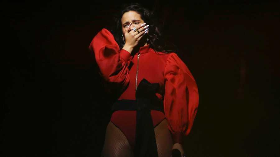 Rosalía se emociona durante su concierto en el Palau Sant Jordi