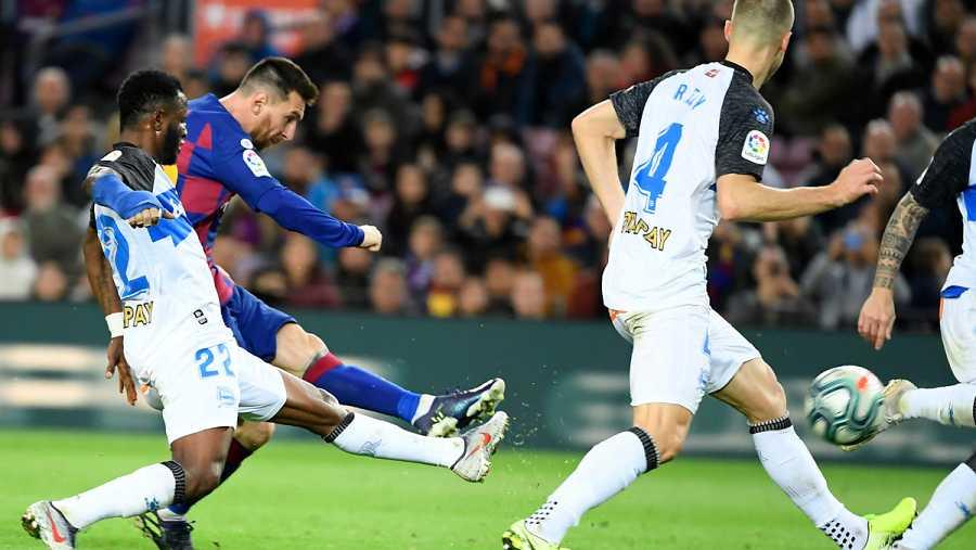 Así golpeó Messi para meter otra vez su clásico gol