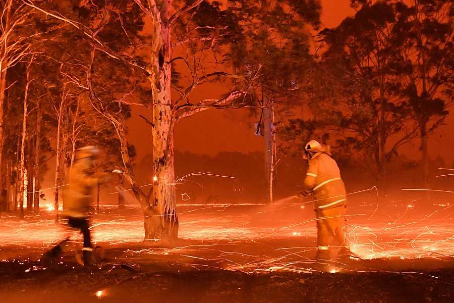 Los bomberos luchan contra los incendios forestales en Nueva Gales del Sur