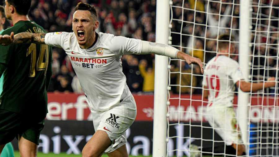El centrocampista argentino del Sevilla FC, Lucas Ocampos, celebra el gol
