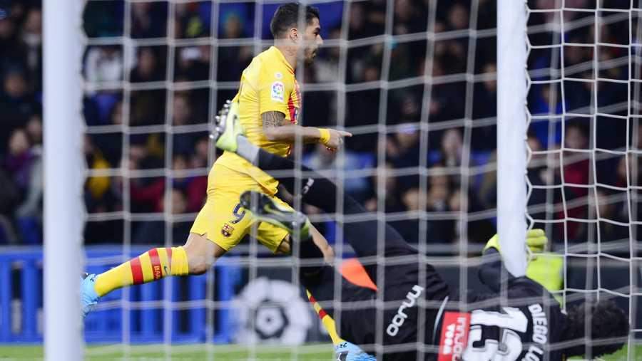 Luis Suárez celebra el primer tanto