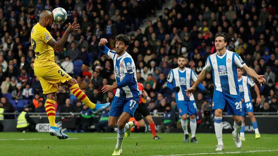 Vidal, en el momento del remate del segundo gol