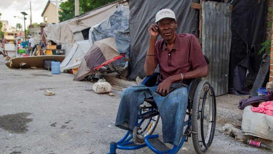Un amputado en las calles de Puerto Principe