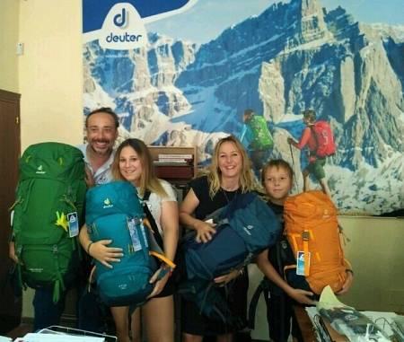 Toda la familia de Family Run preparados para empezar su nueva aventura por África