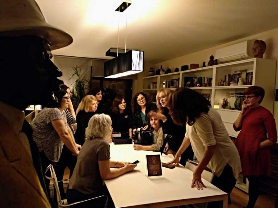 Alicia celebra uno de los premios a 'Mujeres RTVE' en su casa, que era la de todas.