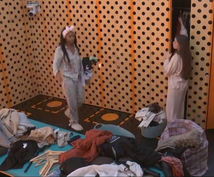 Después de la bronca de Noemí por las faltas de respeto y el desorden, los concursantes recogen el vestidor