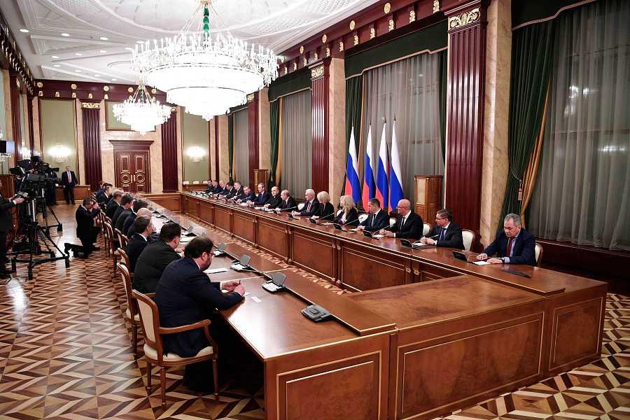 El presidente ruso, Vladímir Putin, y el primer ministro, Mijaíl Mishustin, se reúnen con el nuevo gabinete en Moscú.