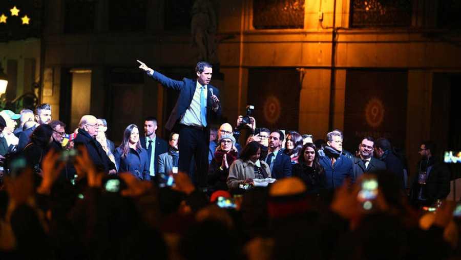 Juan Guaidó durante su discurso ante los venezolanos concentrados en la Puerta del Sol