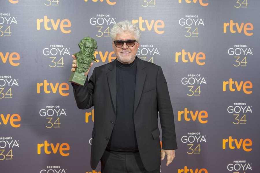 Almodóvar también recogió el premio a guión original