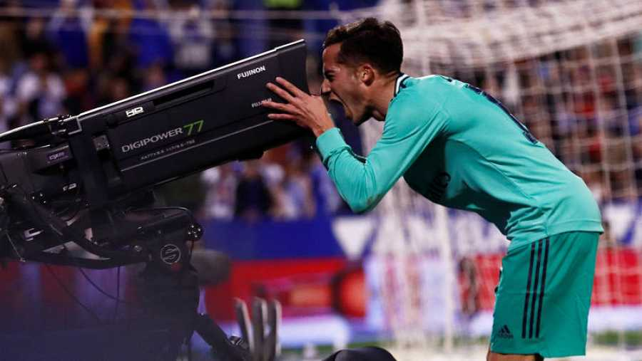 Lucas Vázquez, jugador del Real Madrid,dedica su gol durante el partido contra el Zargoza