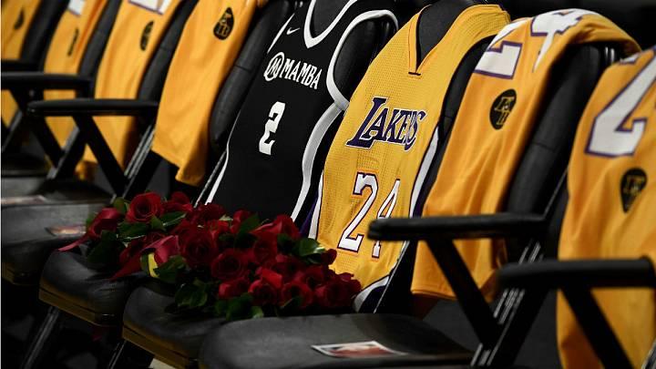 Todo el estadio Staples Center se ha volcado en el primer partido tras la muerte de padre e hija, junto a otras siete personas.