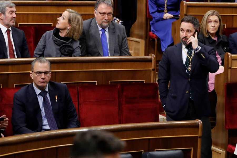 Los diputados de Vox Santiago Abascal (d) y Francisco Javier Ortega Smith (i), en el hemiciclo del Congreso