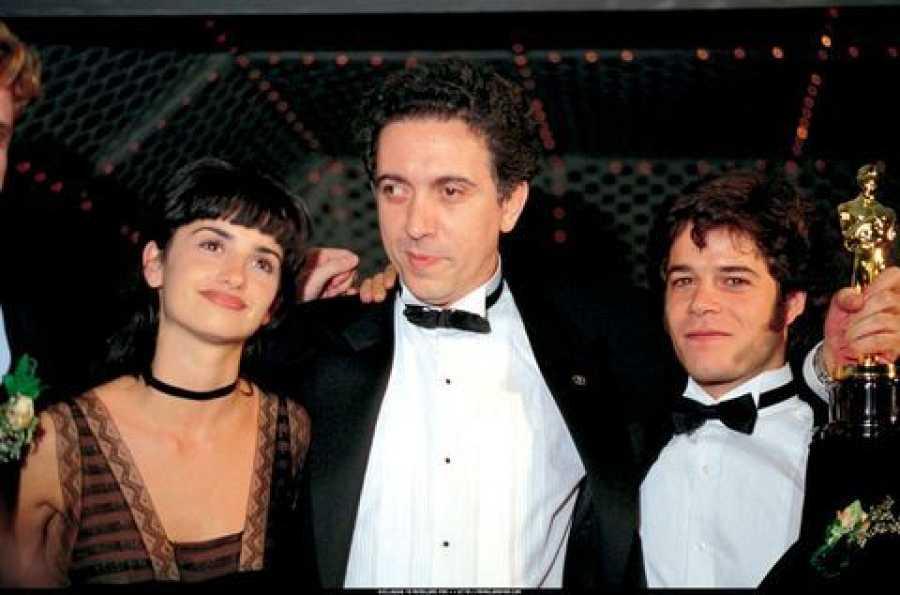Penélope Cruz junto a Fernando Trueba en 1994