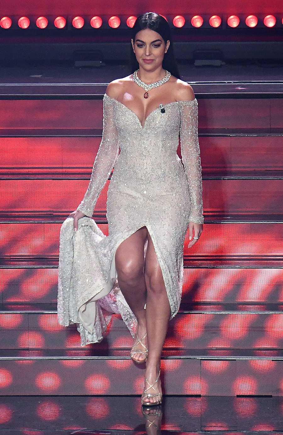 Georgina Rodríguez en el Festivla de Sanremo con un vestido de la casa española, Pronovias