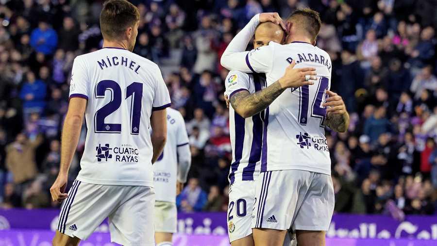 Jugadores del Valladolid celebran el gol