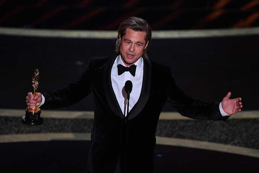 Brad Pitt se ha hecho con el Oscar como mejor actor secundario por 'Érase una vez... en Hollywood'.