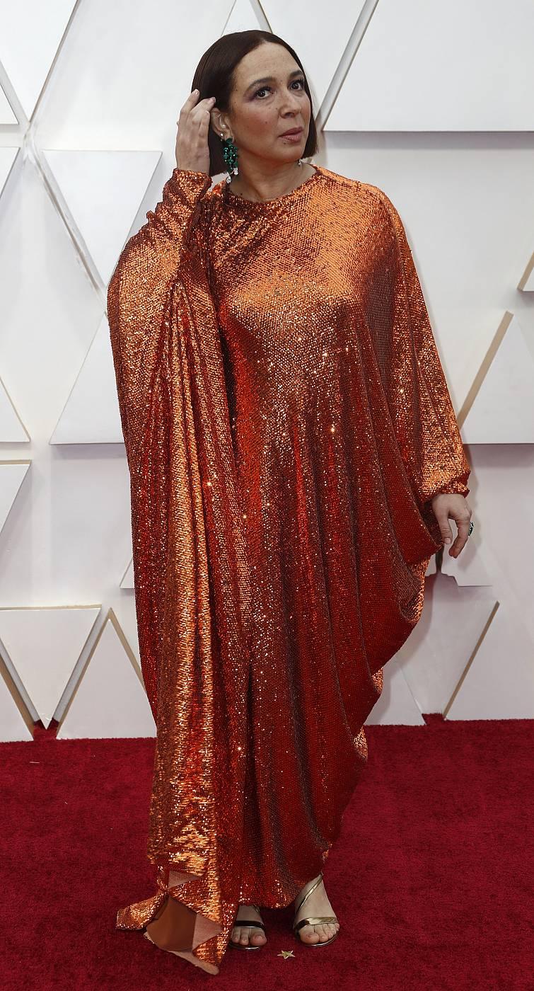 Maya Rudolph en la alfombra roja de los Oscar