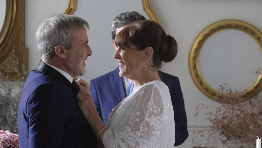 María y Elías felices después de su boda en 'Servir y Proteger'