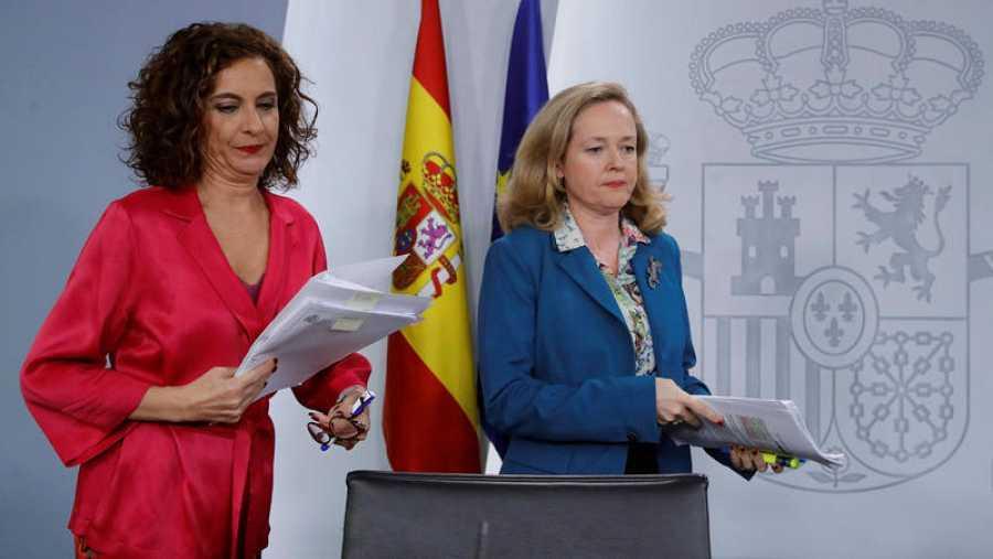 La ministra de Hacienda, María Jesús Montero y la vicepresidenta económica, Nadia Calviño