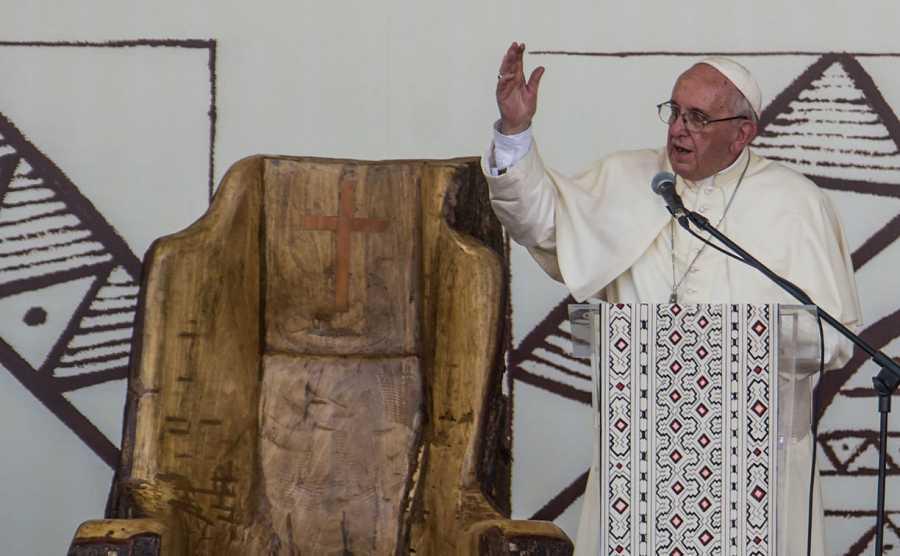 El papa Francisco predica en su visita a la amazonía peruana en enero de 2018.