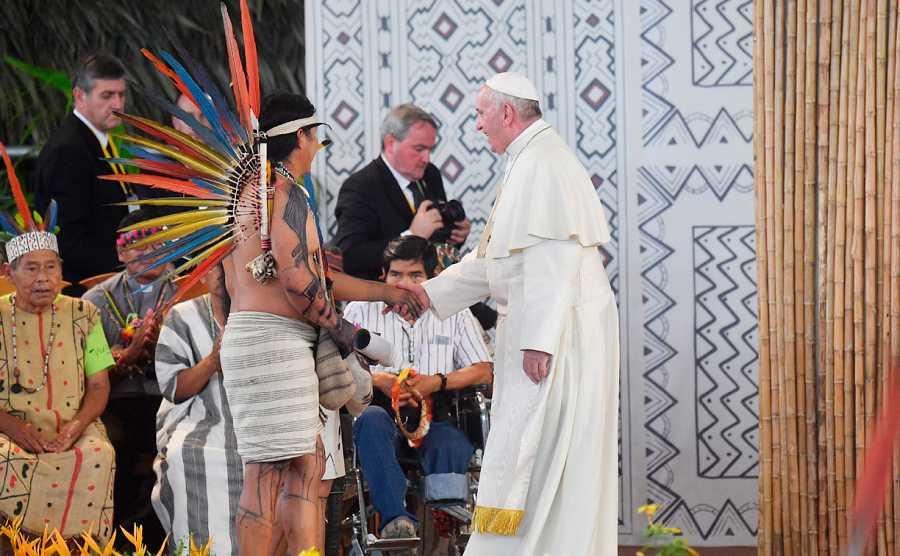 El papa Francisco durante un momento de la reunión con representantes indígenas de la Amazonía en el Coliseo de Madre de Dios, en la ciudad peruana de Puerto Maldonado en enero de 2018.