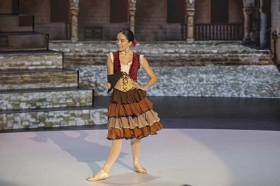 Adriana Puertolas en una actuación