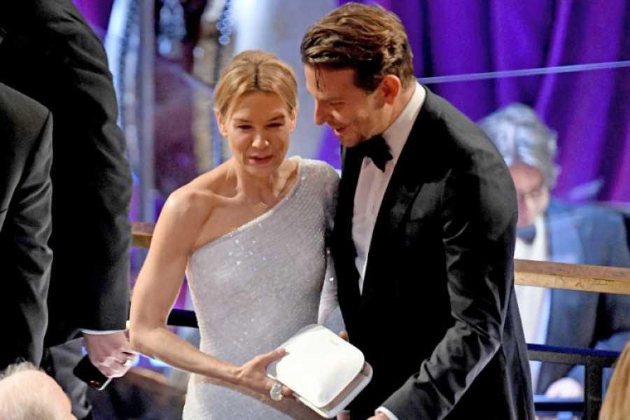 Renée Zellweger y Bradley Cooper en los Premios Oscar 2020