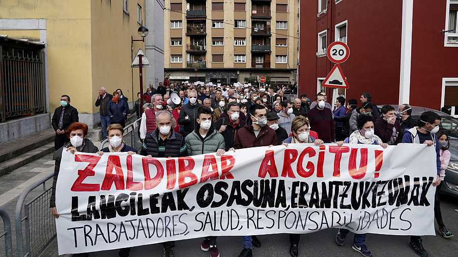 Manifestación en Ermua, el pasado 15 de febrero, por la gestión de la crisis tras el derrumbe del vertedero de Zaldíbar