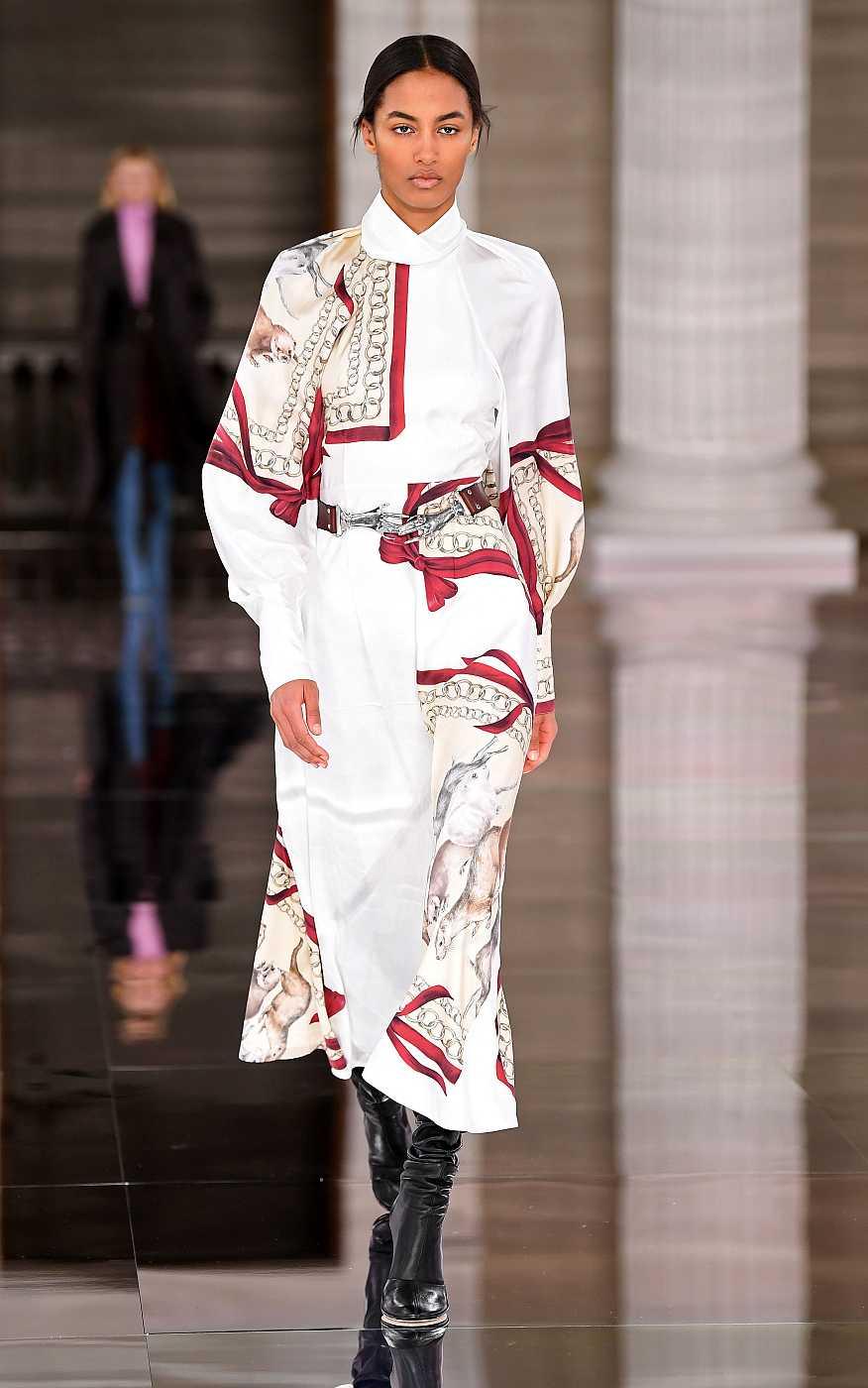 Victoria Beckham presenta en la LFW vestidos vaporosos, con estampados clásicos y corte midi