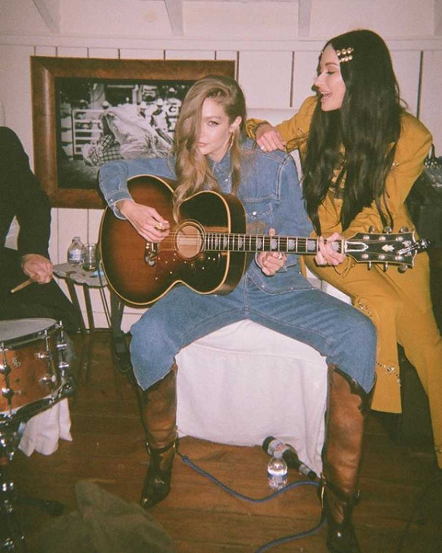 Gigi Hadid con la cantante Kacey Musgraves