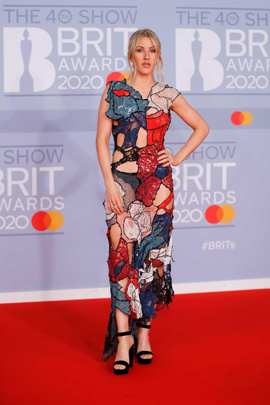 La cantautora Ellie Goulding con un vestido de texturas y transparencias en los British Awards 2020