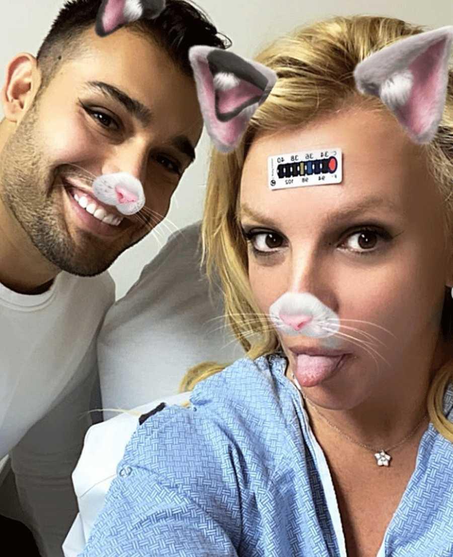 Britney Spears se rompe el pie y posa con el filtro del gato de Instagram en las redes sociales desde el hospital