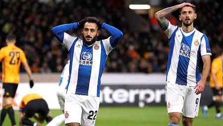 Los jugadores del Espanyol, Matías Vargas y Facundo Ferreyra se lamentan.