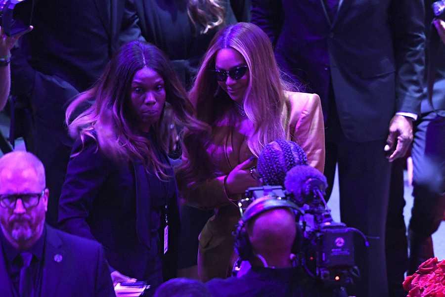 Beyonce en el homenaje a Kobe & Gianna Bryantt