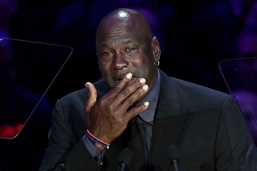 Michael Jordan llora en el discurso que ofreció en el homenaje a  Kobe & Gianna Bryant