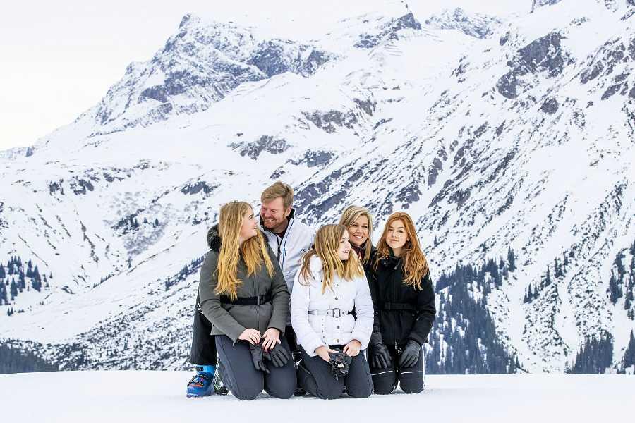 Los reyes de Holanda con sus hijas Amalia, Alexia y Ariana, y la princesa Beatriz