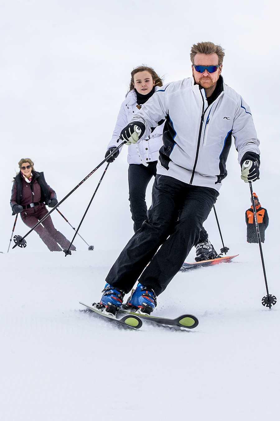 Guillermo de Holanda esquiando en Lech, Australia, durante una sesión de fotos