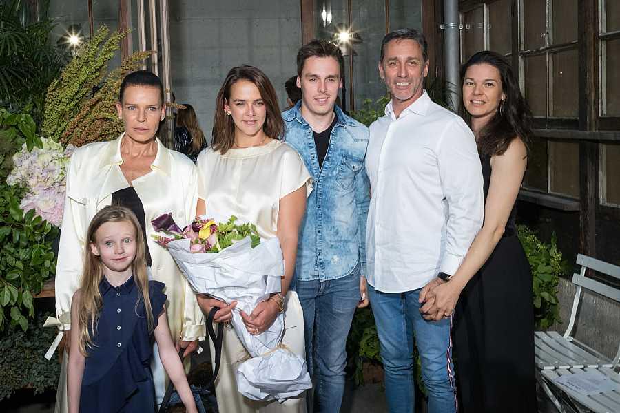 Estefanía de Mónaco, Pauline Ducruet, Louis Ducruet, Daniel Ducruet  y Kelly Marie en el desfile de Pauline en junio de 2019