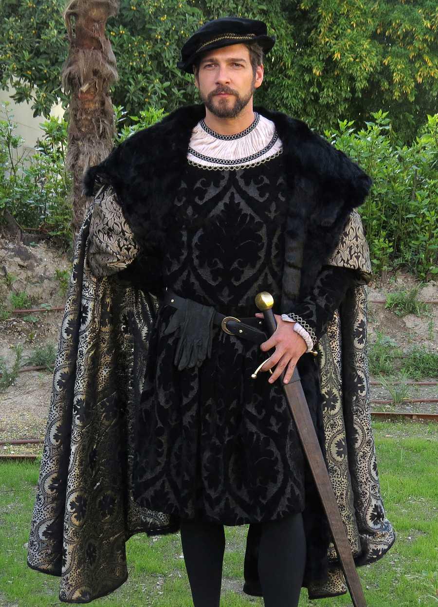 El actor Félix Gómez durante el rodaje de la serie