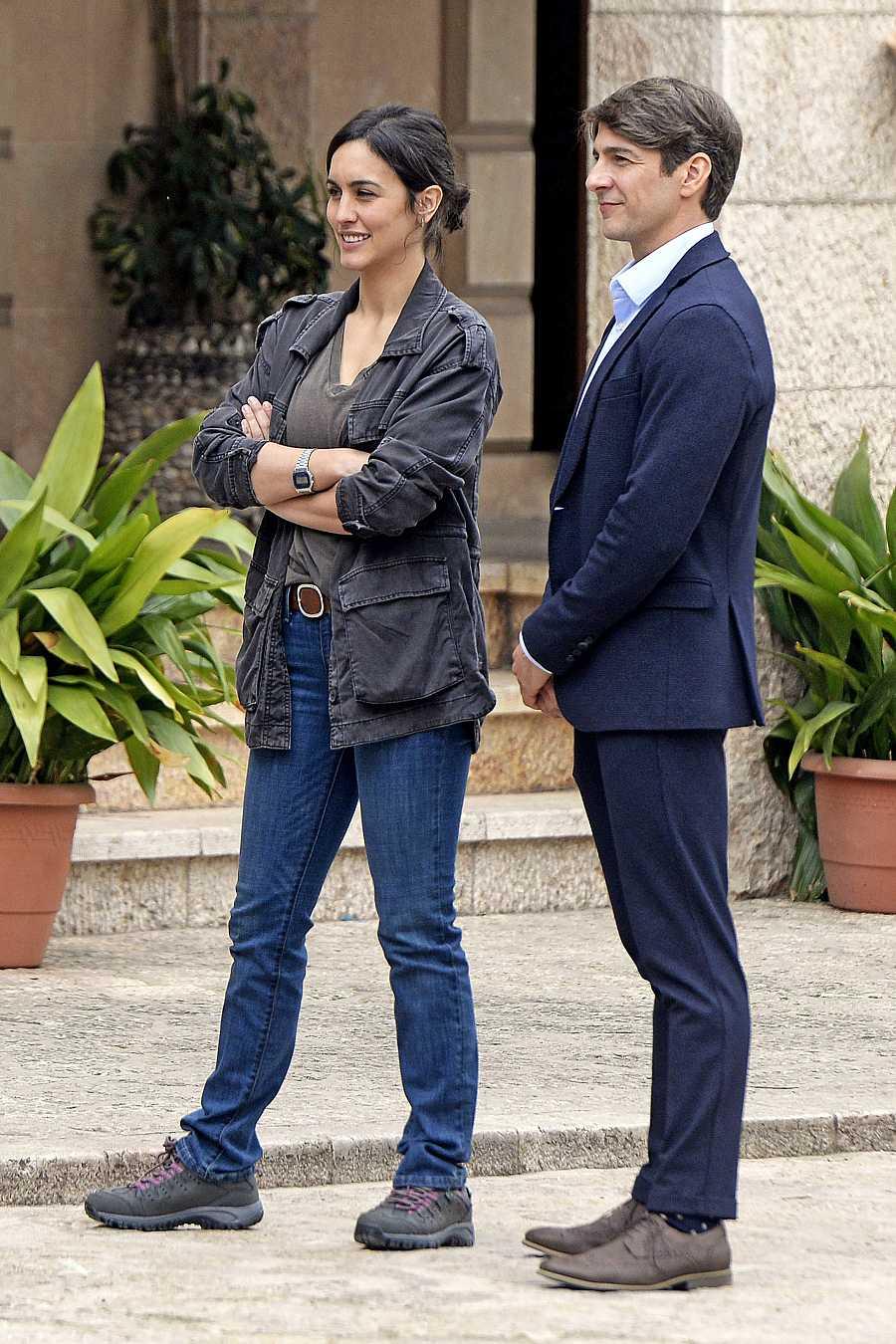 Félix Gómez junto a Megan Montaner durante el rodaje de 'La caza. Tramuntana'