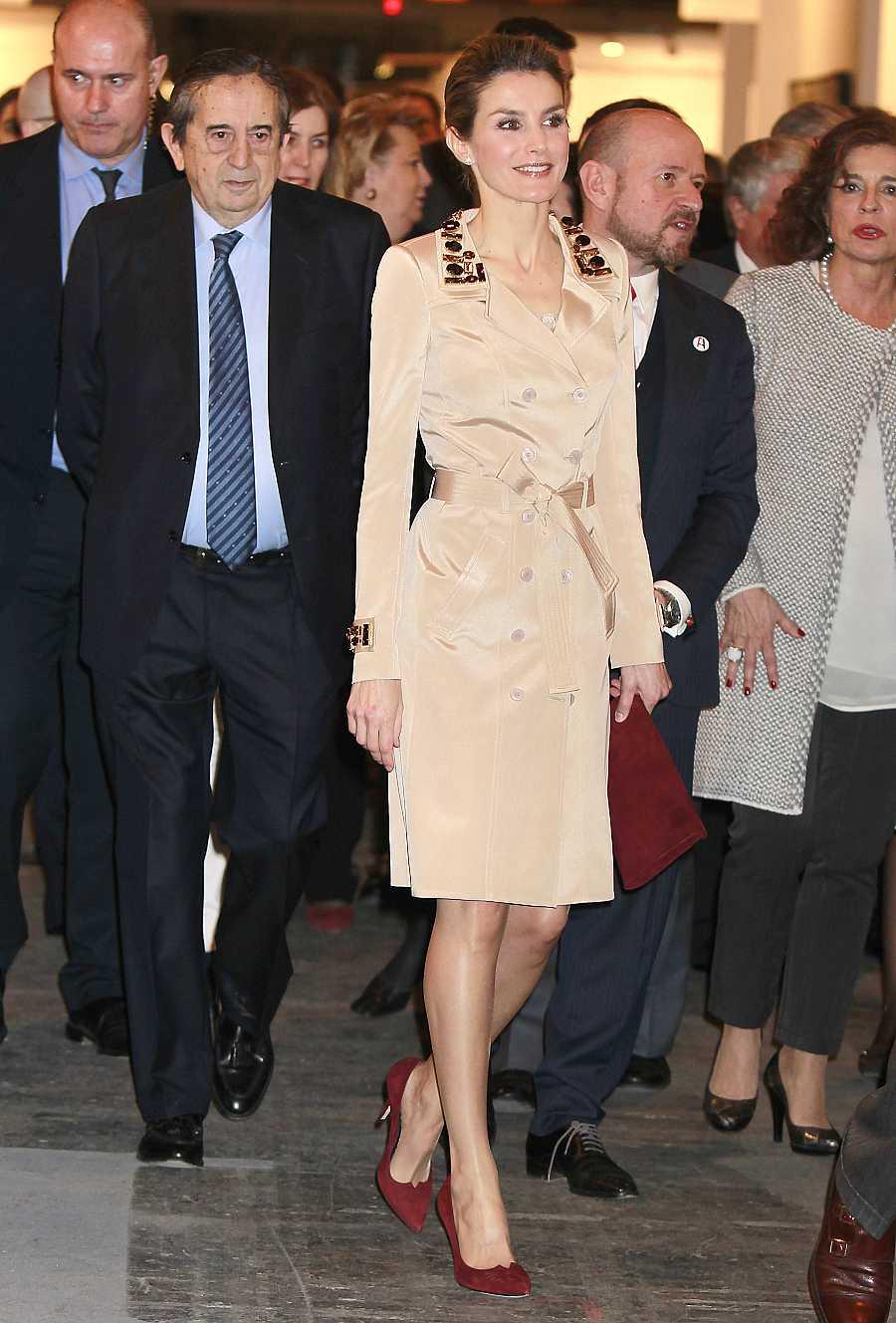 La reina Letizia en ARCO 2014 con un diseño de Felipe Varela