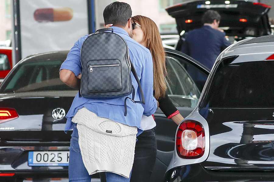 Paula Echevarría y Miguel Torres se despiden con un beso