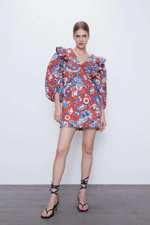 Vestido de manga abullonada con estampado floral y corte mini de Zara